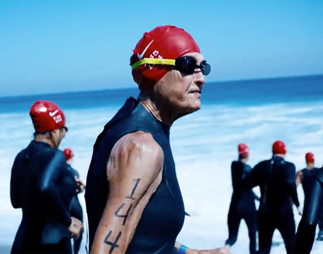 Lifegoal! Kolla in nunnan som är världens äldsta ironman-triathlet