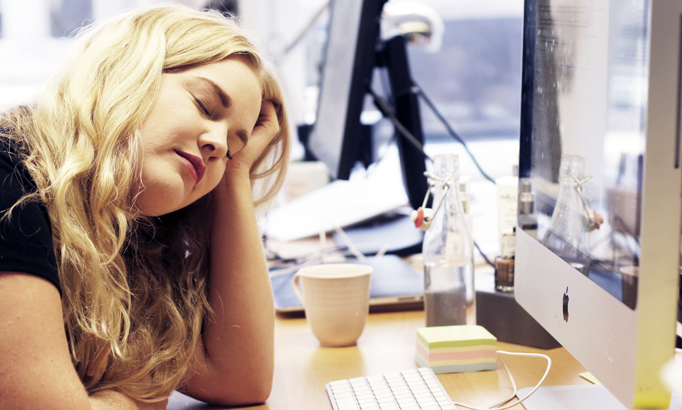 trött och sömnig hela tiden