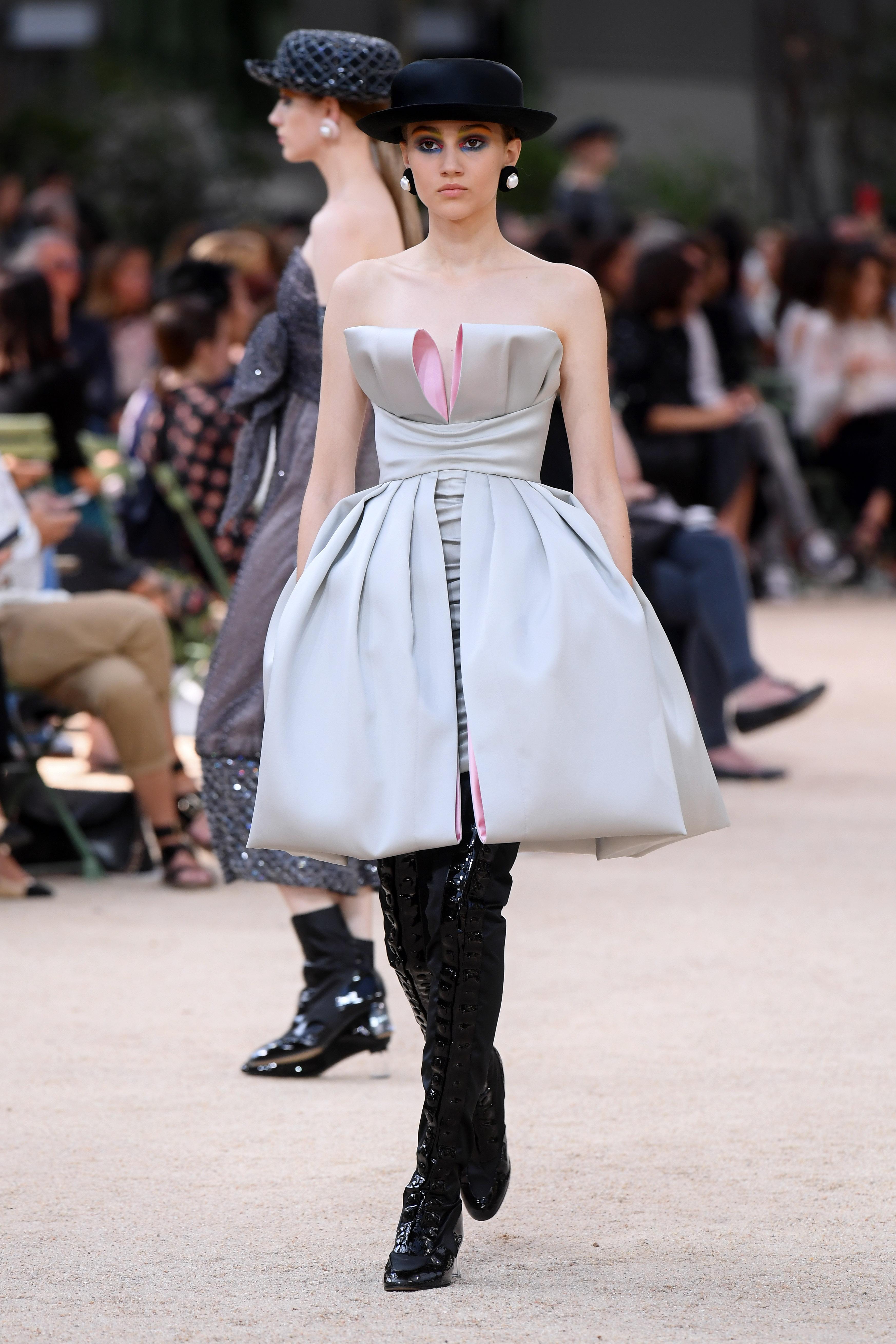 Chanel Väskor Kopia : Chanel byggde kopia av eiffeltornet f?r haute couture