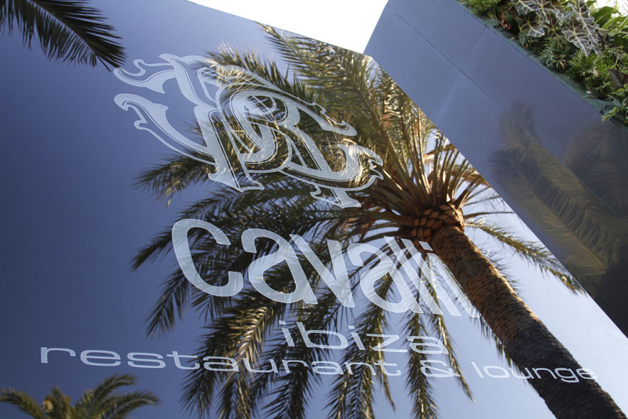 le_cavalli_restaurant___lounge_le_cavalli_restaurant___lounge__787354438_north_883x.1