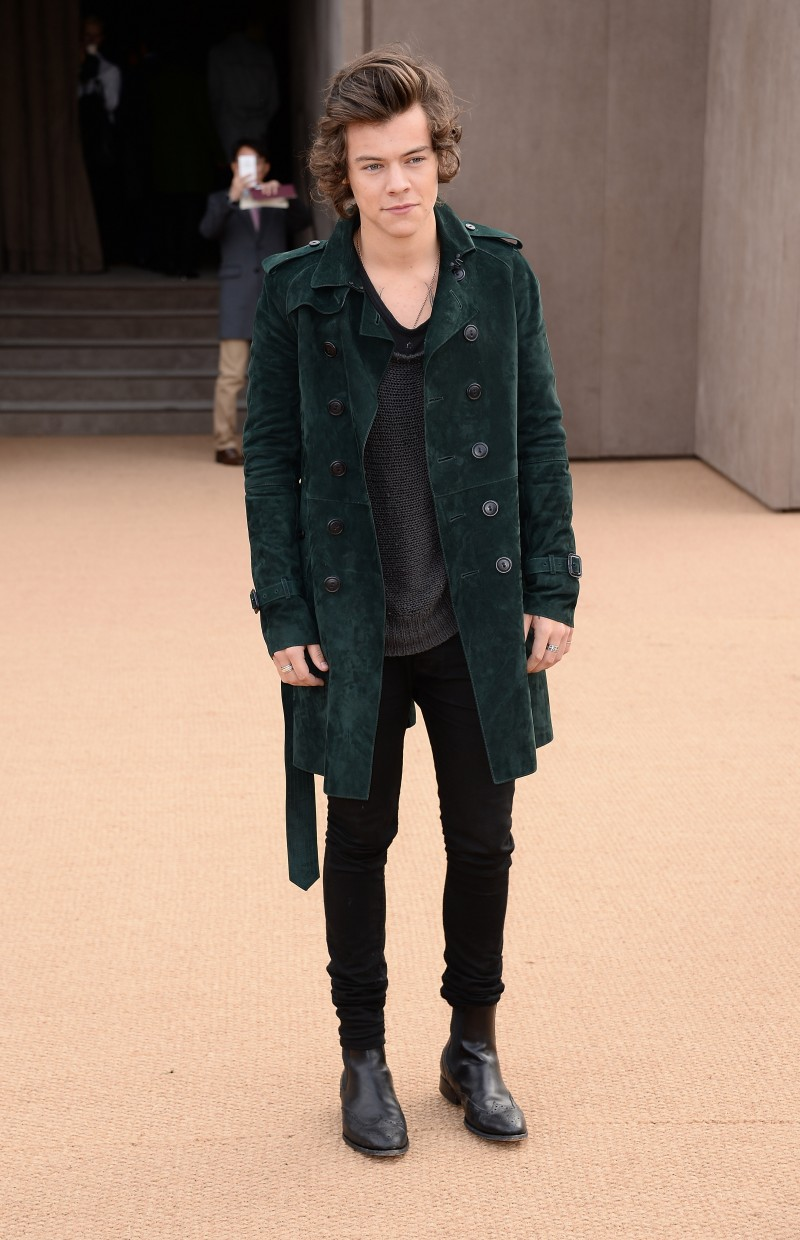 Harry-Styles-wearing-Burberry-at-the-Burberry-Prorsum-Womenswear-Autumn_Winter-2014-Show-in-London-800x1240