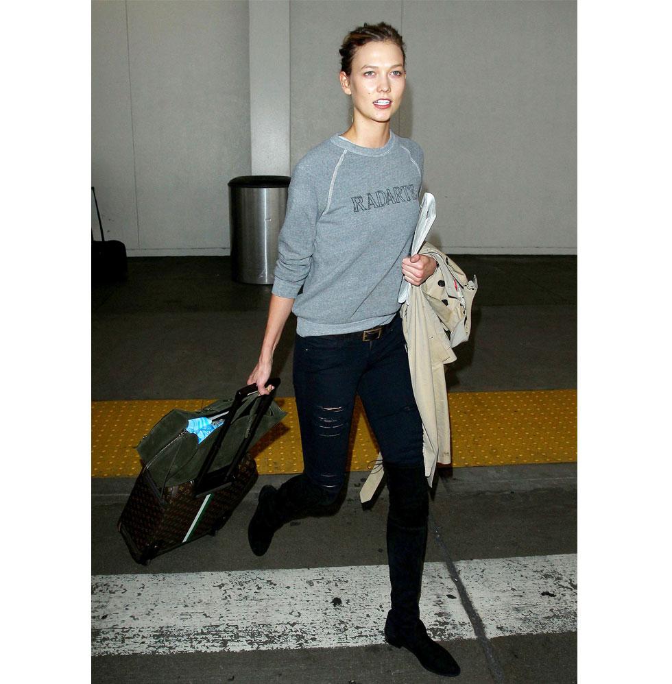Karlie Kloss på flygplatsen