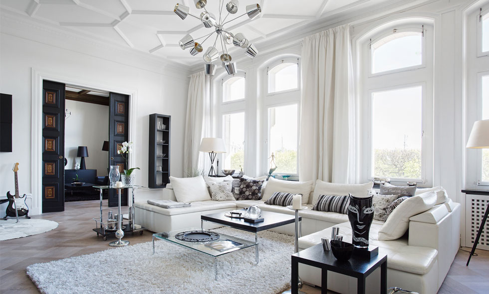Våning på Stockholms mest exklusiva adress är till salu