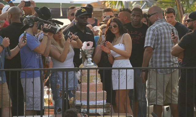 Se alla bilder från Kylie Jenners galna 18-årsfest
