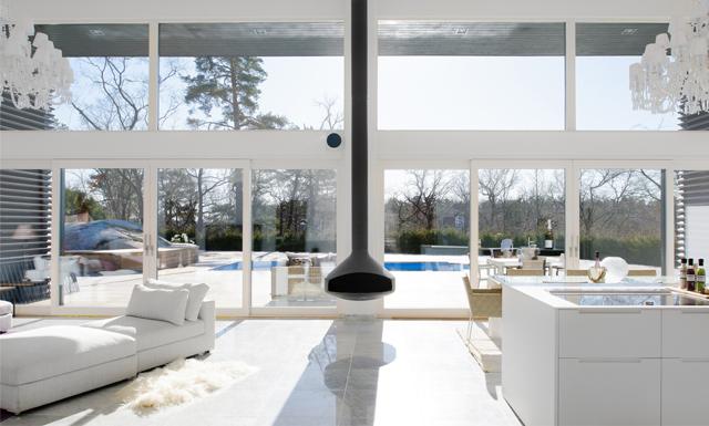 Egen tennisbana, pool, inbyggt garage och badkar i sovrummet? Ja tack!
