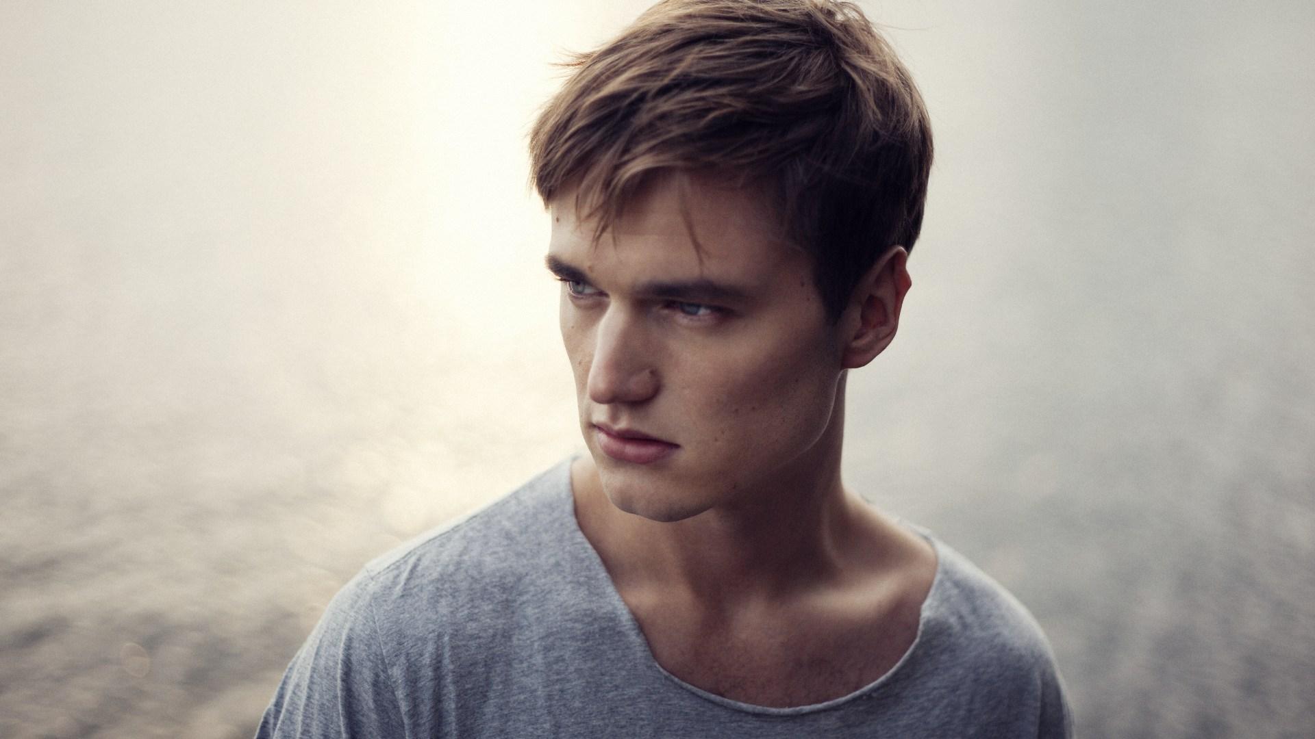 DJ:n Adrian Lux frontar det italienska klädmärket Z Zegnas höstkampanj