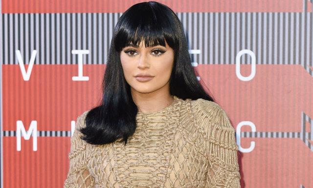 Efter månader i peruk visar Kylie Jenner upp sitt nya hår