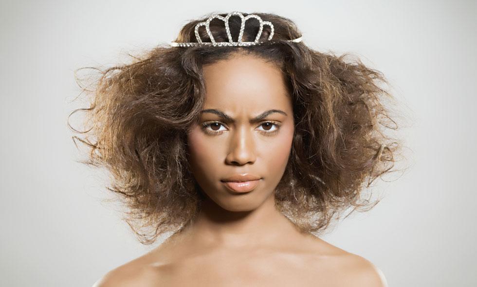 5 enkla knep för hur du blir av med frissigt hår
