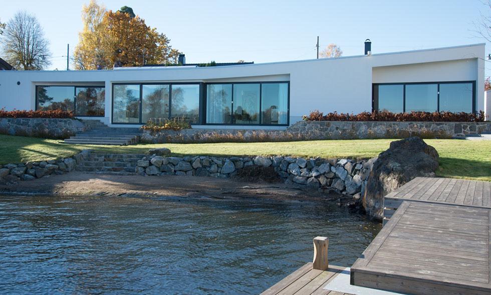 Sjötomtsvilla designad av prisbelönt internationell arkitekt till salu