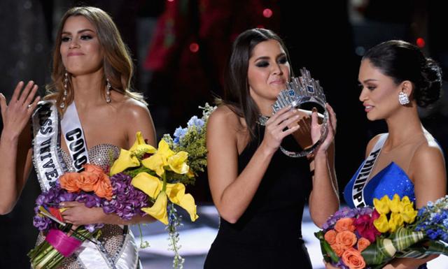Klippet när fel vinnare utses till Miss universum är galet pinsamt