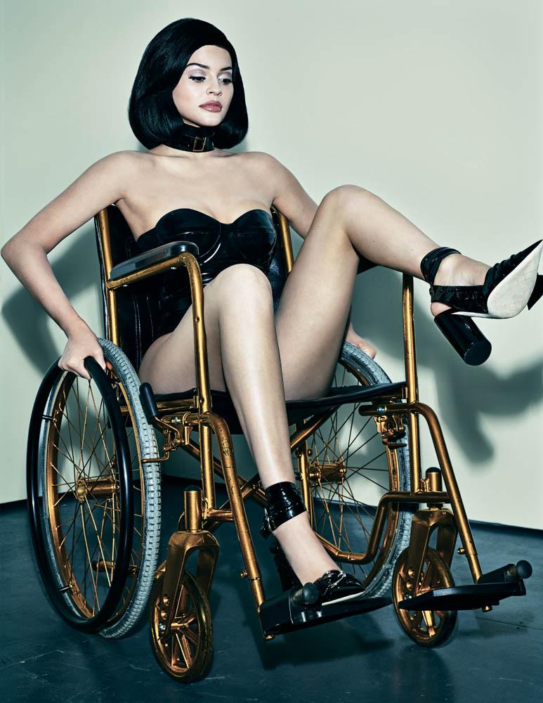 kylie jenner rullstol2