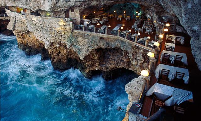 Ät middag i en grotta ovanför vattnet – hit vill vi åka i vår
