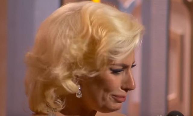 Här bryter Lady Gaga ihop under tacktalet på Golden Globe
