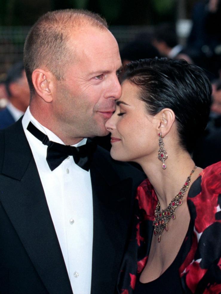 Demi Moore dating hennes ex far