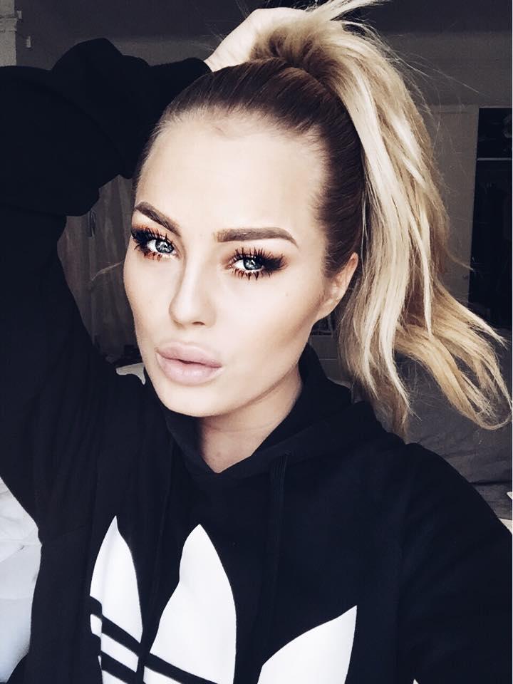 Angelica-Blick-Mitt-modeliv