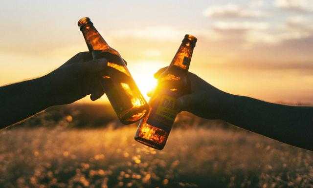 Drick öl på festivaler i USA i sommar – tjäna 100 000 kronor