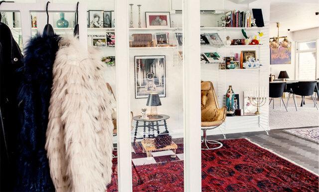 Lekfulla mönster och designklassiker samsas i kedjehuset i Halmstad