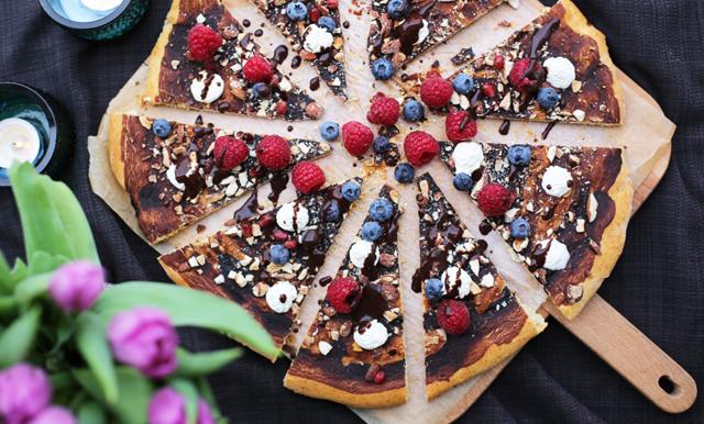 Så enkelt gör du en söt dessertpizza med nutella på 10 minuter