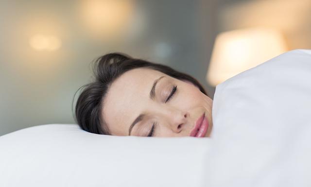 Ny forskning: Kvinnan behöver mer sömn än mannen