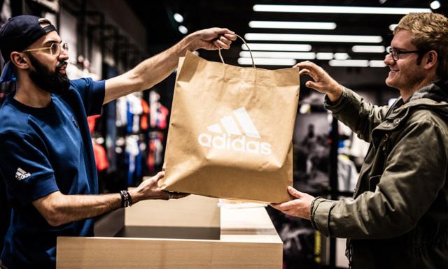 Därför slutar Adidas med plastpåsar