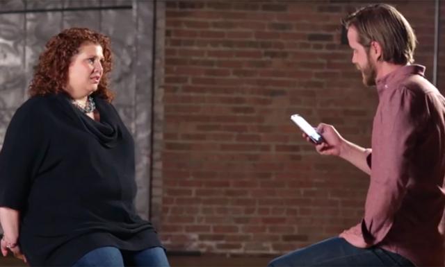 Män läser upp elaka tweets för kvinnor och deras reaktioner säger allt
