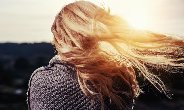 5 sätt du kan rädda dina kluvna toppar – utan att behöva klippa dig