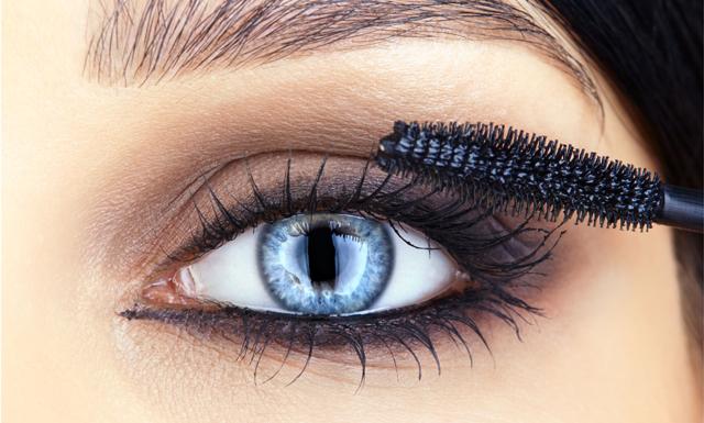 Så får du längre ögonfransar utan att använda lösfransar