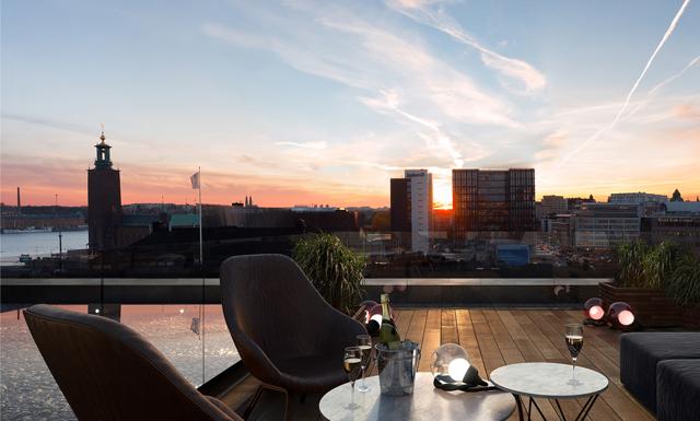 Kolla in den här drömlägenheten med takterrass mitt i Stockholm
