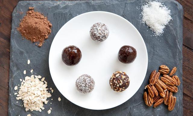 De här chokladbollarna stillar både ditt sötsug och din mensvärk