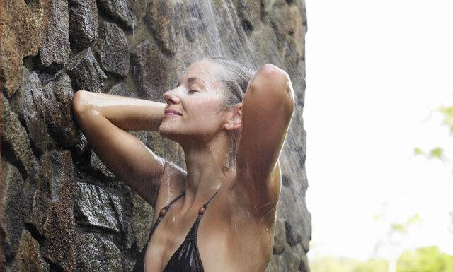 Forskare: Därför blir du lyckligare av att sjunga i duschen