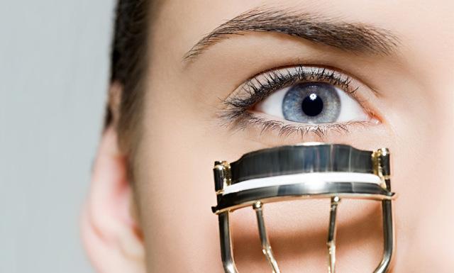 4 saker du gör varje dag som skadar dina ögonfransar
