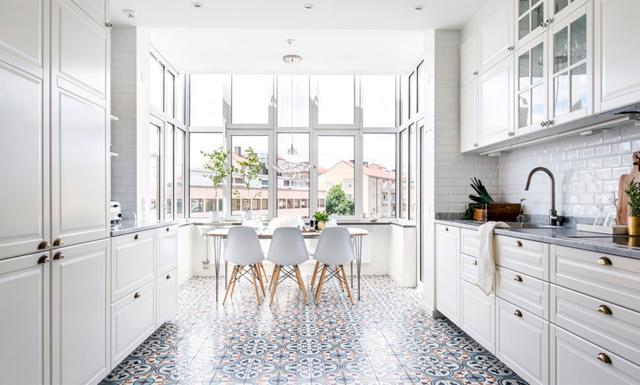 Lägenheten på Kungsholmen har köket vi alla drömmer om