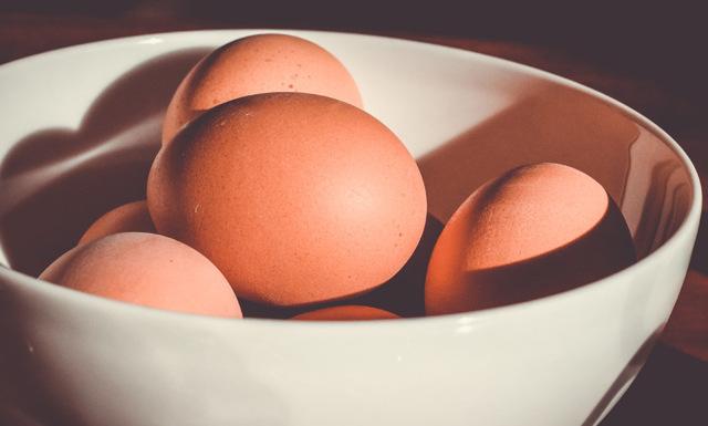 2 sekunder! Snabba knepet som visar om äggen fortfarande går att äta