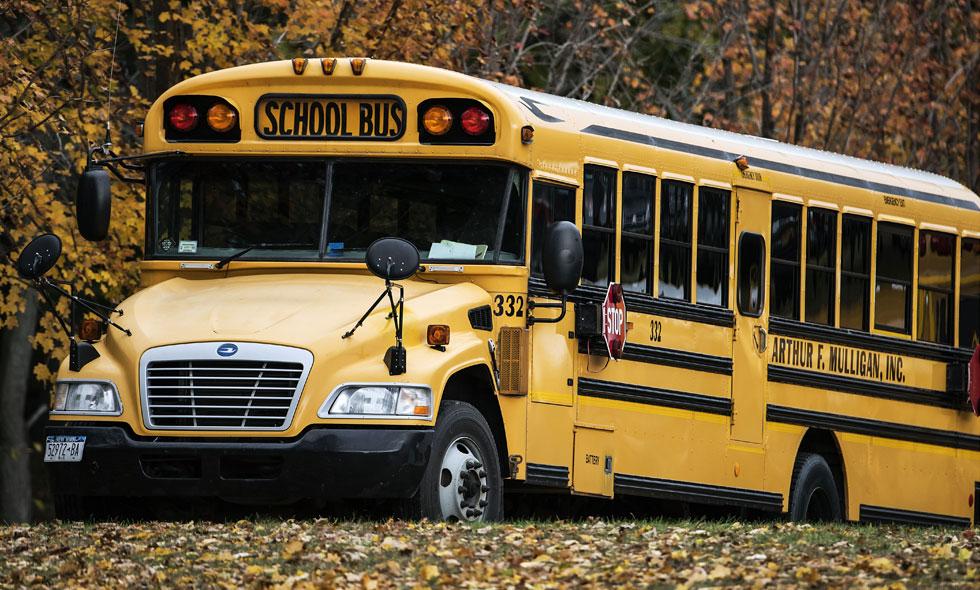 Paret gjorde om skolbussen till mysigaste hemmet – måste se!