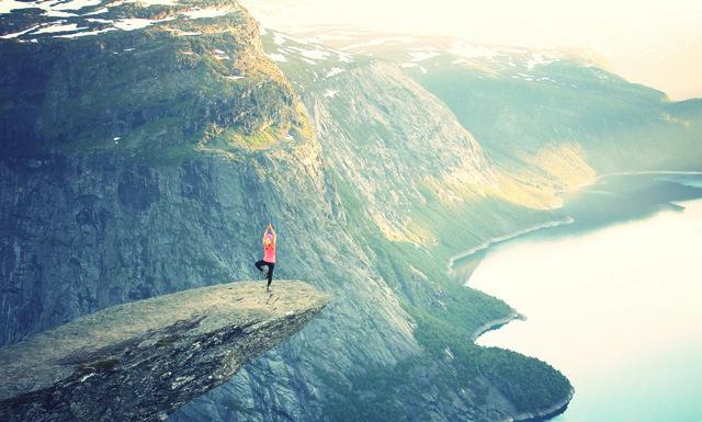 3 livsråd om lycka från världens äldsta yogalärare