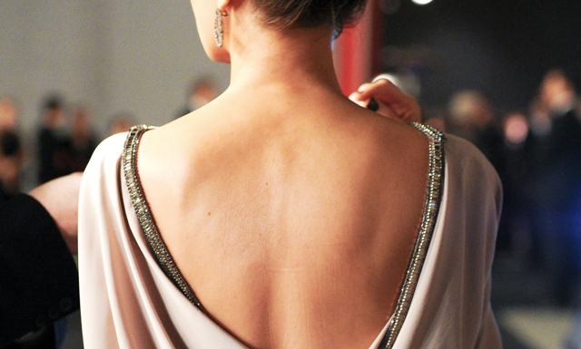 5 snabba sätt - så blir du av med finnarna på ryggen