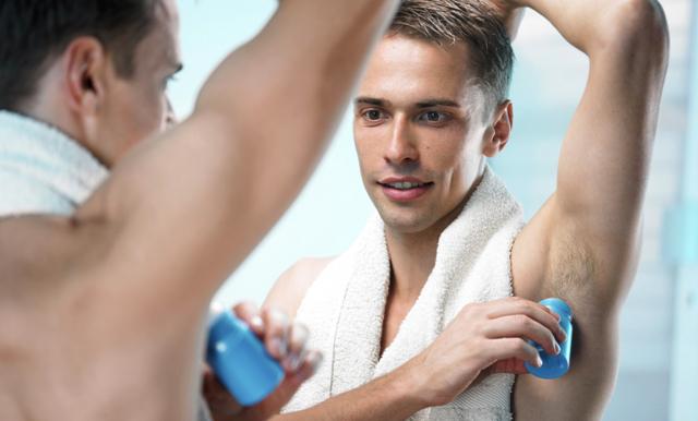 Därför ska du INTE använda deodorant på morgonen