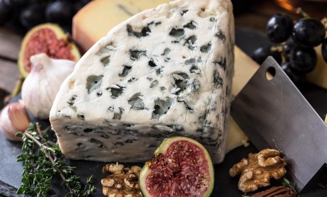 Ostälskare! Välj fet ost istället för mager – för hälsans skull