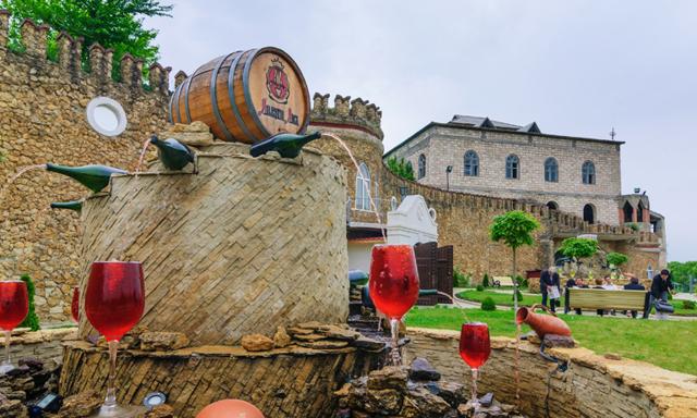 Här kan du dricka gratis vin dygnet runt – ur en vinfontän