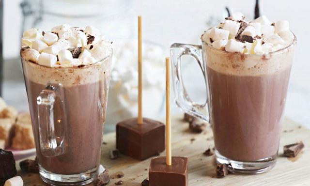 8 varma drinkar för vinterns kyligaste kvällar