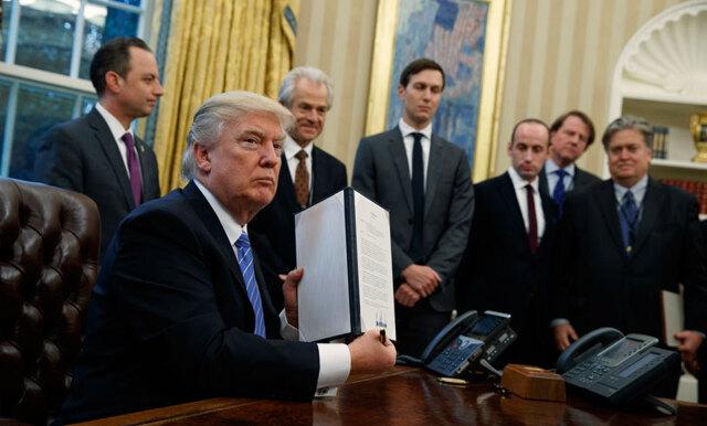 5 anledningar till varför bilden på Donald Trump och hans rådgivare är så fel