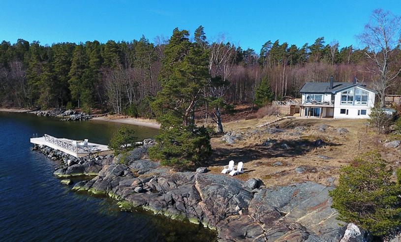 Veckans hem kommer med sjötomt och klippbad – på idylliska Värmdö