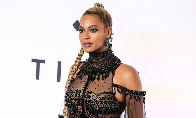 Fansen rasar mot Beyoncés pappa för hans avslöjande om att tvillingarna fötts