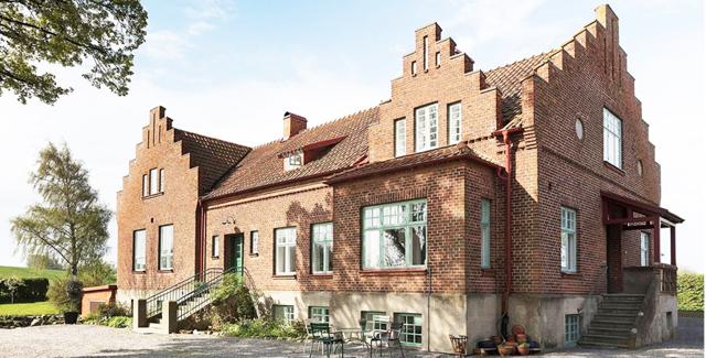 Den gamla tegelskolan från 1913 har den finaste insidan vi sett