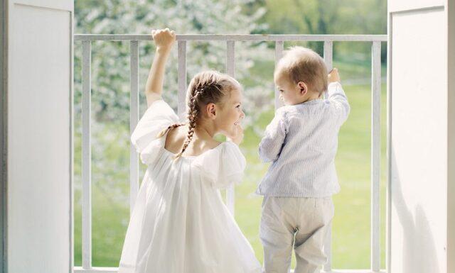 Prinsessan Estelle och prins Oscar önskar glad midsommar!