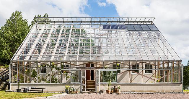 Veckans hem är ett energisnålt, soldrivet och kretsloppsanpassat naturhus