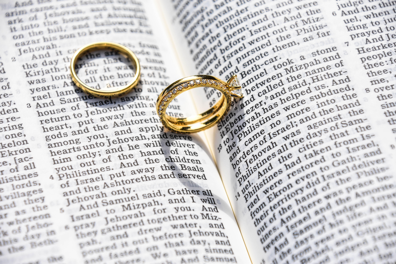 a05f4dbd99ad Det handlar om en ring ni förhoppningsvis ska bära resten av livet så välj  inte första bästa. Avvara tid för att prova er fram.