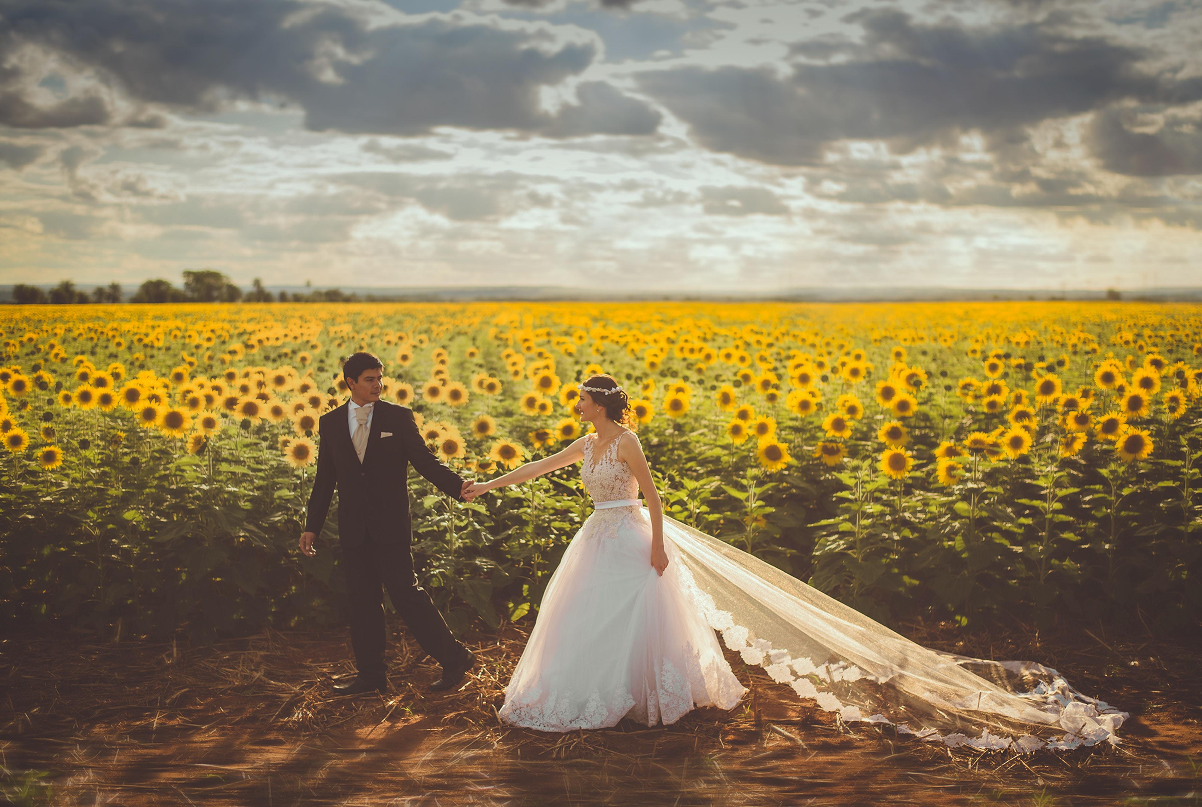 57f50928dffc Är ni på jakt efter en professionell bröllopsfotograf så har de ofta  portfolio och arbetsprover på hemsidan. Bröllopsdagen varar bara en dag men  bilderna ...