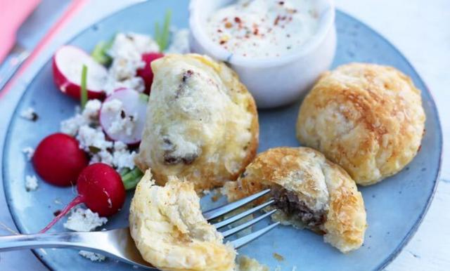 Lyxiga och enkla smördegspiroger med hemgjord aioli – på 15 minuter