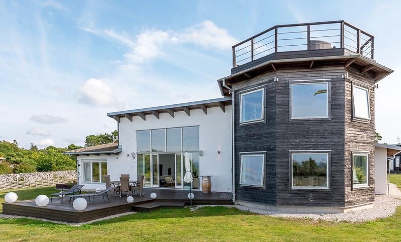 Ett av Gotlands mest exklusiva hus (med eget torn och takterass) kan bli ditt